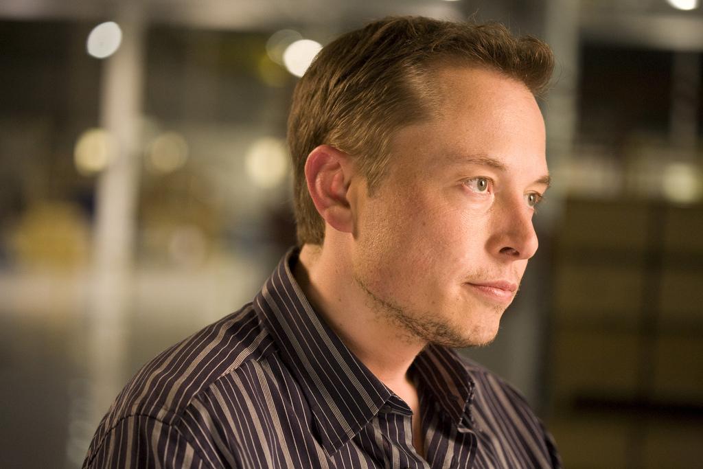 Elon Musk i gang med nytt gründer-prosjekt: Vil koble hjernene våre til datamaskiner