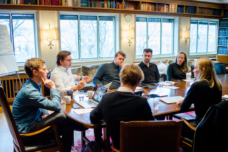 NHH-studenter tar oppgjør med utdanningsystemet – former egen Perspektivmelding