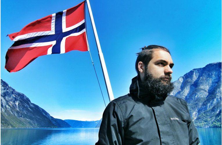 Om norske flagg, dype fjorder og enda dypere finanslommer!
