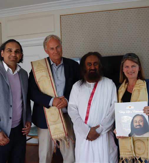 Indisk åndelig leder applauderer Asker som foregangskommune