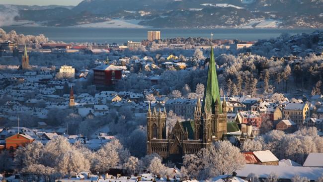 Norge i rødt, hvitt og blått – fra blod i Stavangers gater til snødekte Trondheim med blå ambisjoner