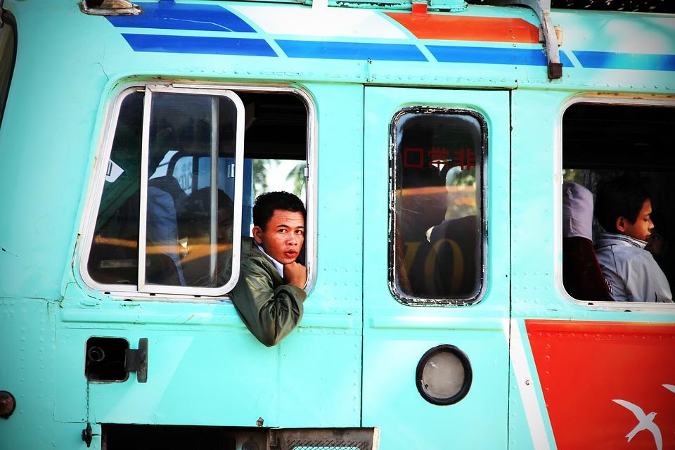 Kina lanserer førerløs VR-buss som fremtidens kollektivtransport