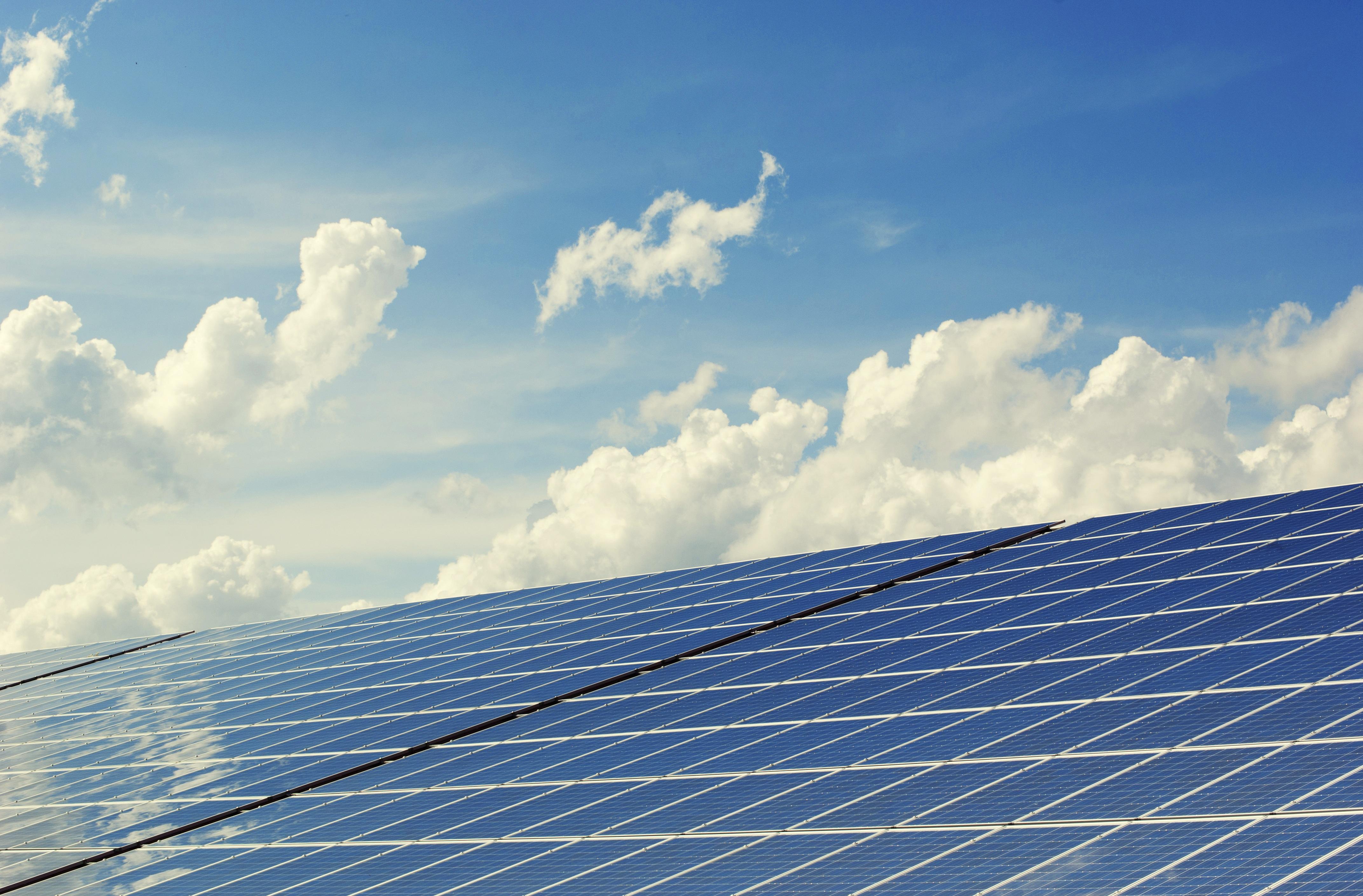 Norsk solenergi-startup signerer milliardkontrakt i Iran