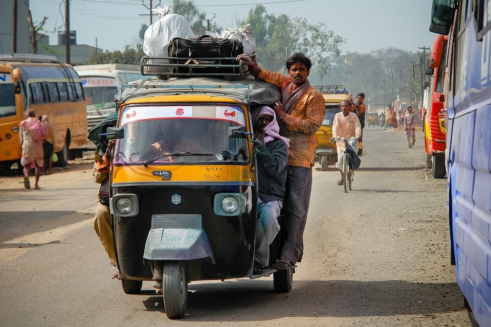 India med nye ambisiøse klimatiltak: Vil gjøre alle biler i landet elektriske innen 2030