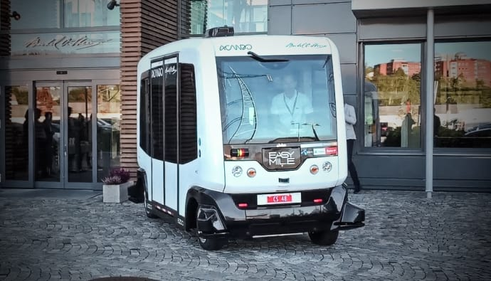 Selvkjørende elbuss testes nå ut på Fornebu