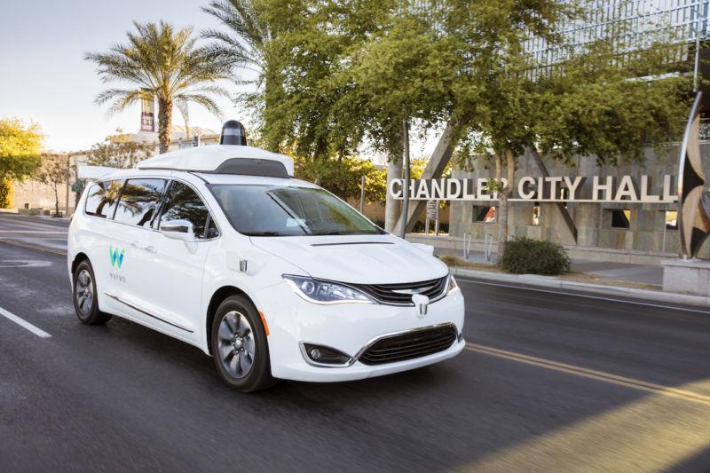 Google-spinoff Waymo planlegger å lansere førerløse taxier denne høsten